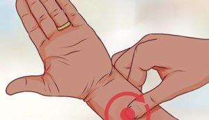 Рези внизу живота у женщин: основные причины